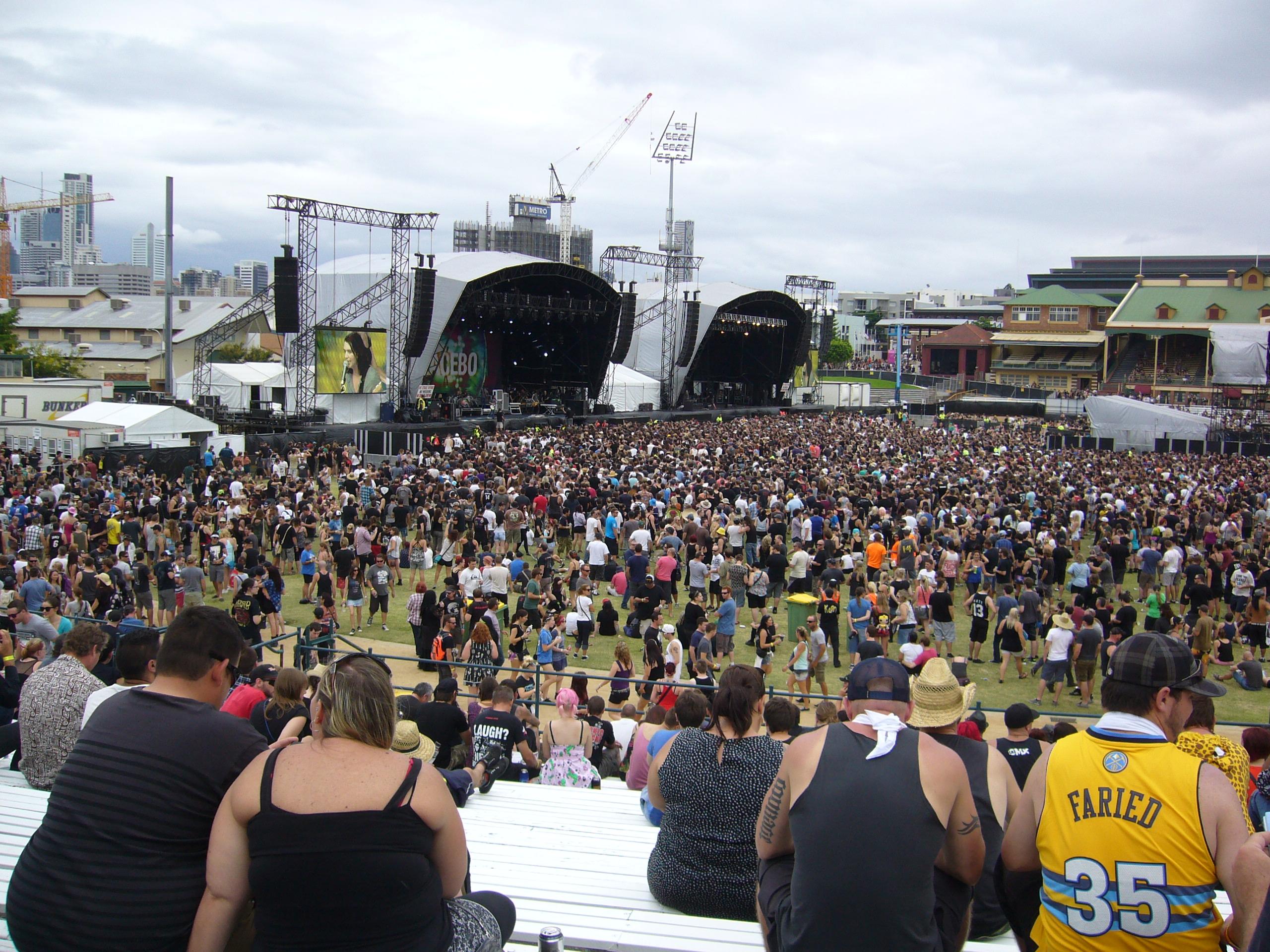 Live review soundwave festival rna showgrounds for Pool show rna showgrounds